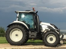 Valtra T214direct RÜFA Forstkabine Tractor
